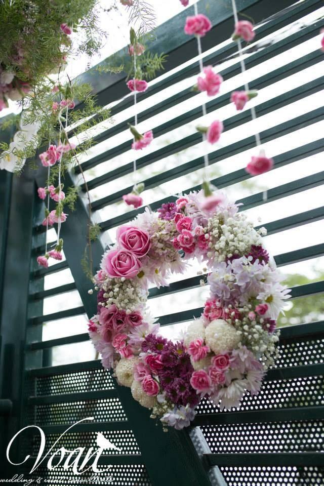 Voan với phòng khách màu pastel vòng hoa