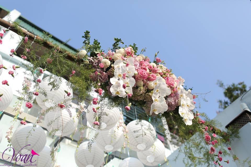 Voan với phòng khách màu pastel cổng hoa
