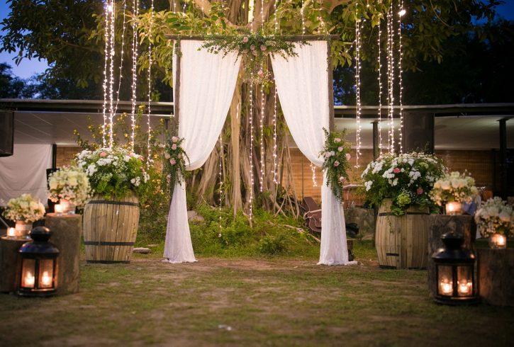 lựa chọn dịch vụ trang trí tiệc cưới ngoài trời uy tín