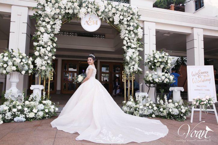trang trí cổng vào tiệc cưới