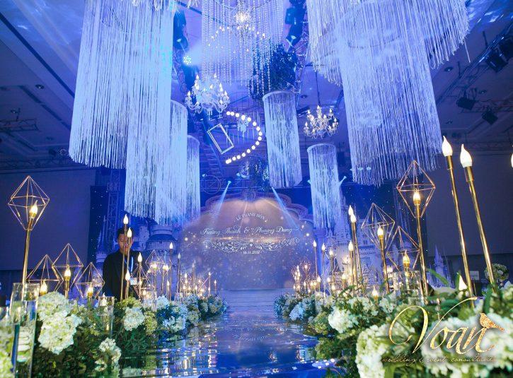 Hãy trang trí sân khấu tiệc cưới thật lộng lẫy
