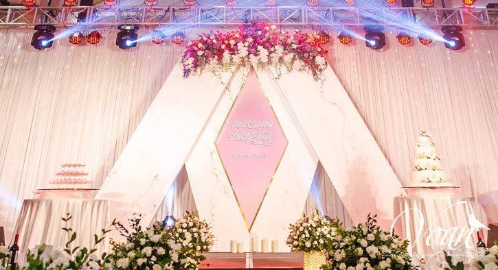 tổ chức tiệc cưới tại nhà hàng, khách sạn rất phổ biến hiện nay